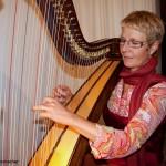 Evamaria Forreiter an der Harfe